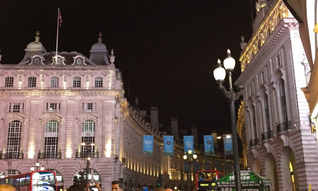 Everyone loves London by night - Piccadilly Circus
