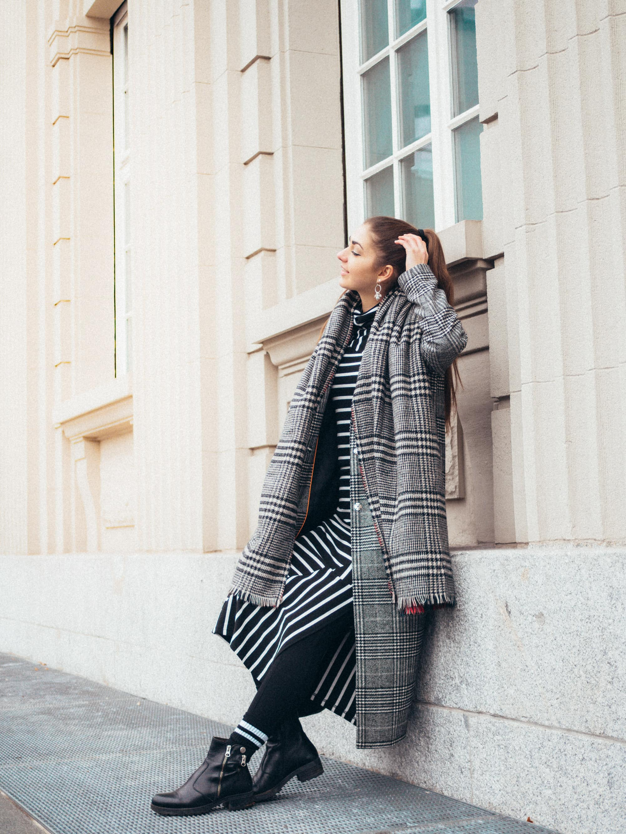 Checked-Coat/Chloé-Bag/Oversized-Coat/Outfit/Fashion/Outfitpost/Outfit-Photo/Ankle-Boots