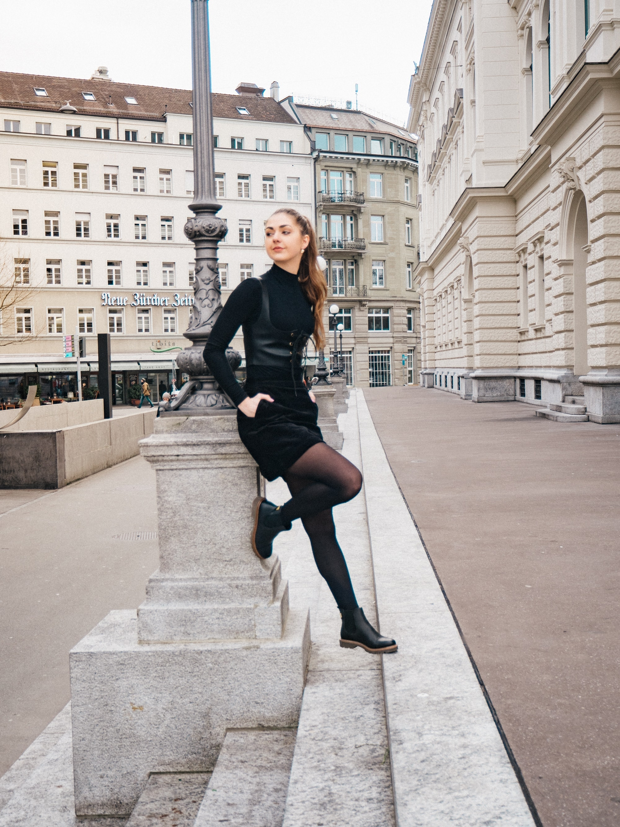All black, Outfit, Embroidery, Tights, FW18, SS18, Corset, Corduroy, Ankle Boots, Black Boots, OOTD, Fashion, Fashion Blog, Fashion Magazine, Editorial, Fashion Editorial, Zurich, Ponytail, Classics, Frida Kahlo, Kahlo