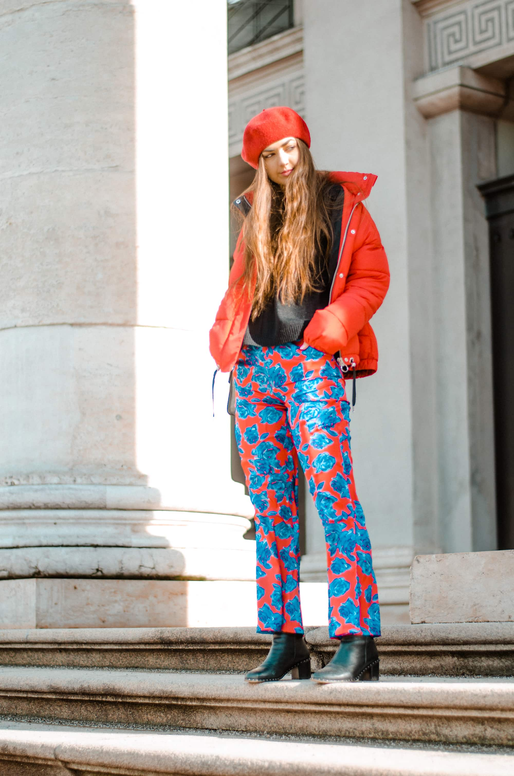 Outfit, Fashionblog, Fashion Blog, Fashion Blogazine, Online-Magazine, Beret, Flower Print, Down Jacket, Red, Blue, Red Outfit, Red Look, OOTD, Fashion Editorial
