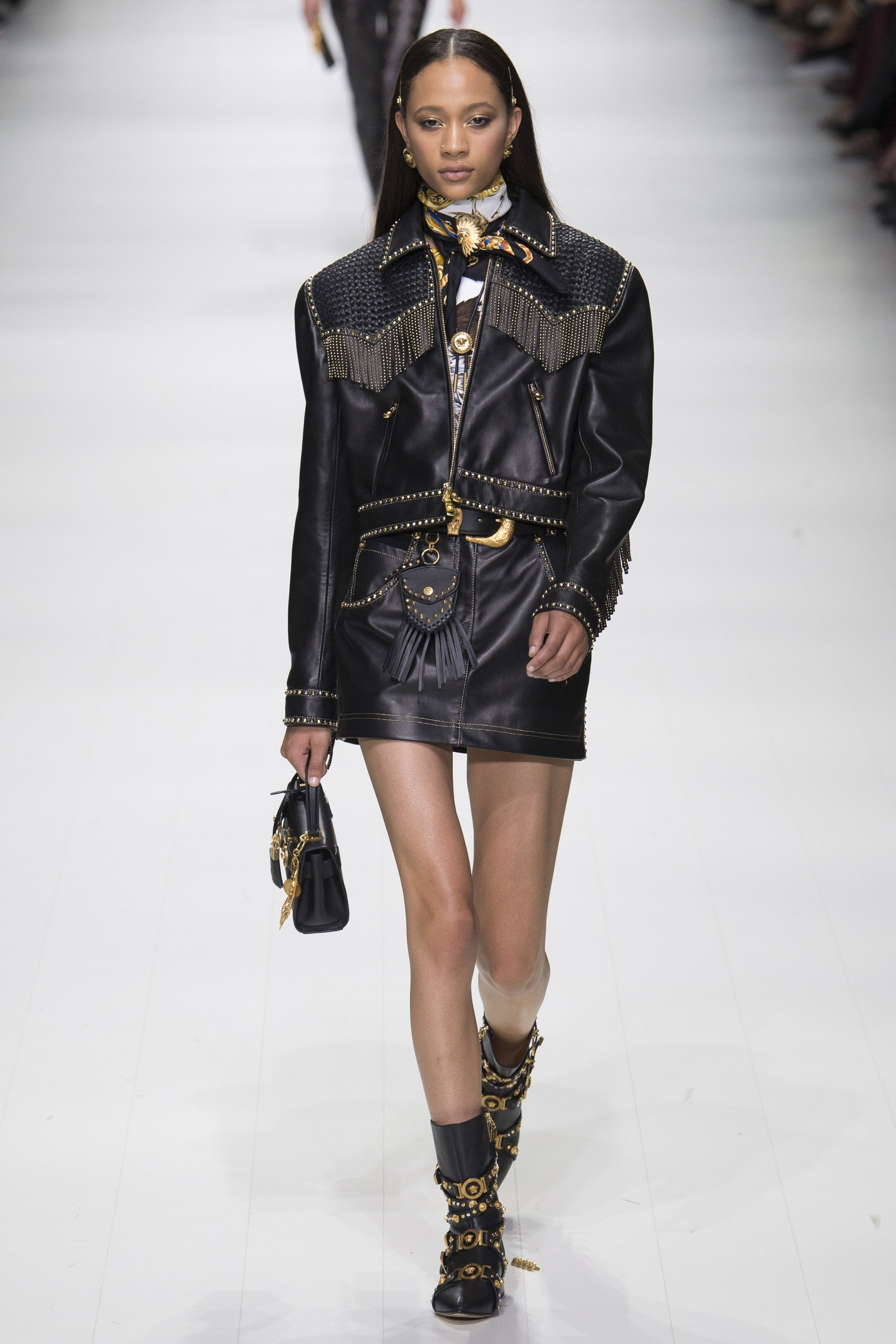 Western, Cowboy Look, Western Trend, SS18, Western Outfit, Fringes, Trendy Tuesday, Style, Fashion, Fashion Inspiration, Spring Fashion, SS18, Spring Summer 2018, Shop the Look, Versace, Gianni Versace, Donatella Versace, All Black, Leather, Leather Look