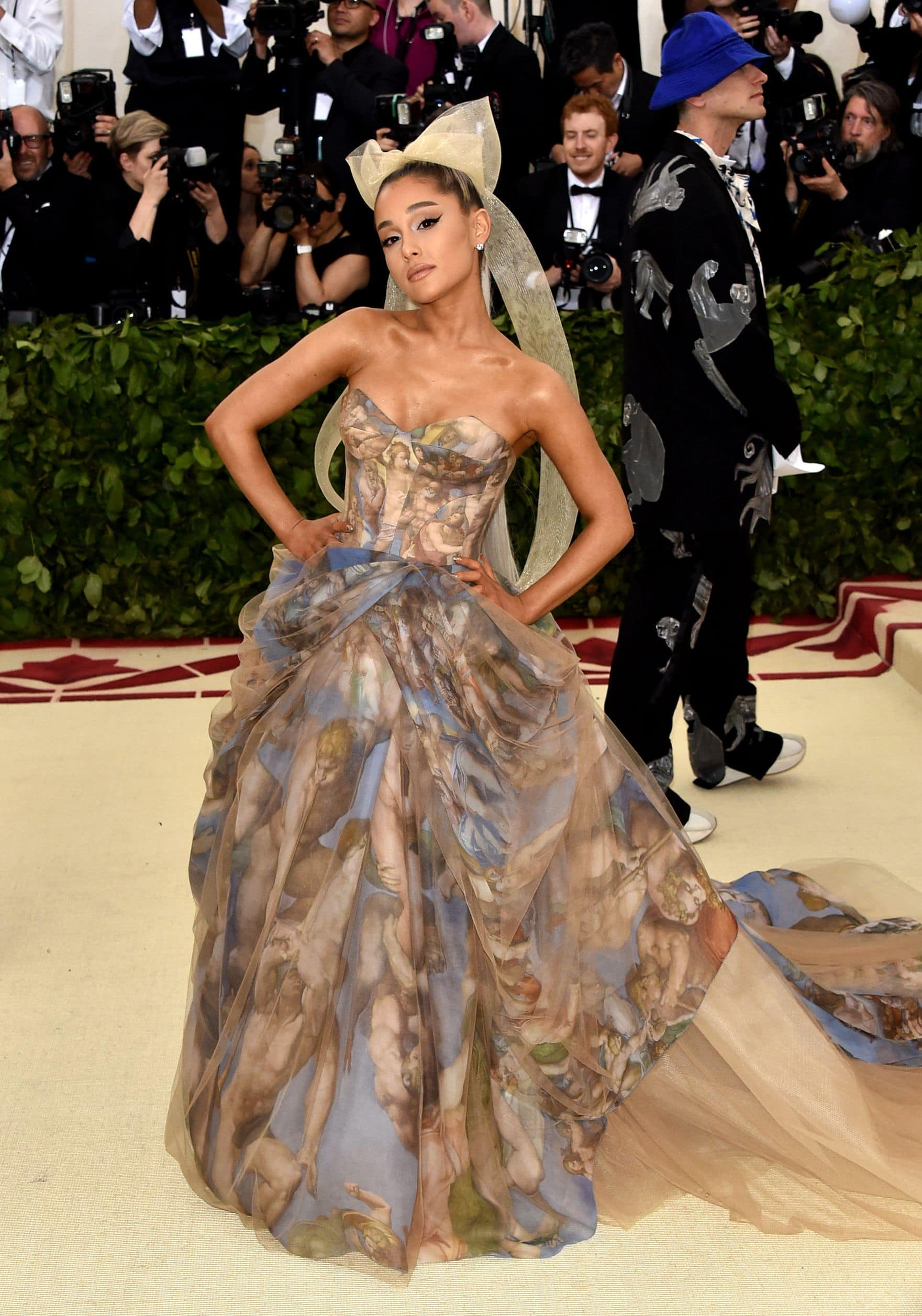 Fashion, Fashionblog, Fashion Magazine, Editorial, Style, Style Guide, Style Inspiration, Met Gala, New York, Fashion, Fashion World, Fashion Event, Glamour, Red Carpet, Celebrities, Gowns, Trends, Dresses, Princess Mood, Metallic, Silhouettes, Met Gala 2018, Metallic, Silver