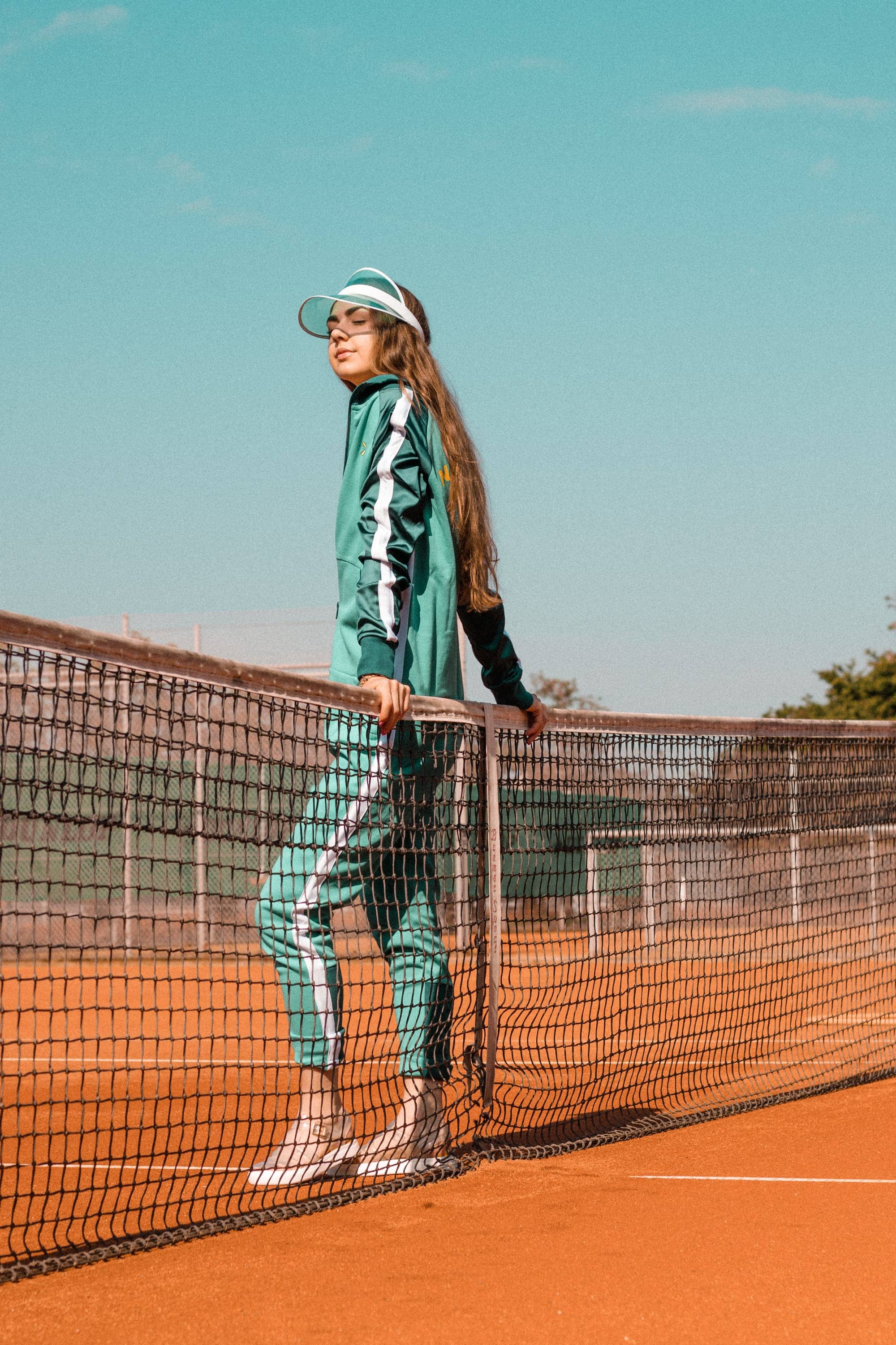 Fashion, Fashionblog, Fashion Magazine, Editorial, Style, Style Guide, Style Inspiration, Streetwear, Street Style, Swiss, Switzerland, Outift, OOTD, Outfit Inspiration, Inspo, Girly, Onepiece, Onesie, Overall, Tennis, Tennis Court, Sports, Athleisure, Mint, Green, Tracksuit, Power Dressing