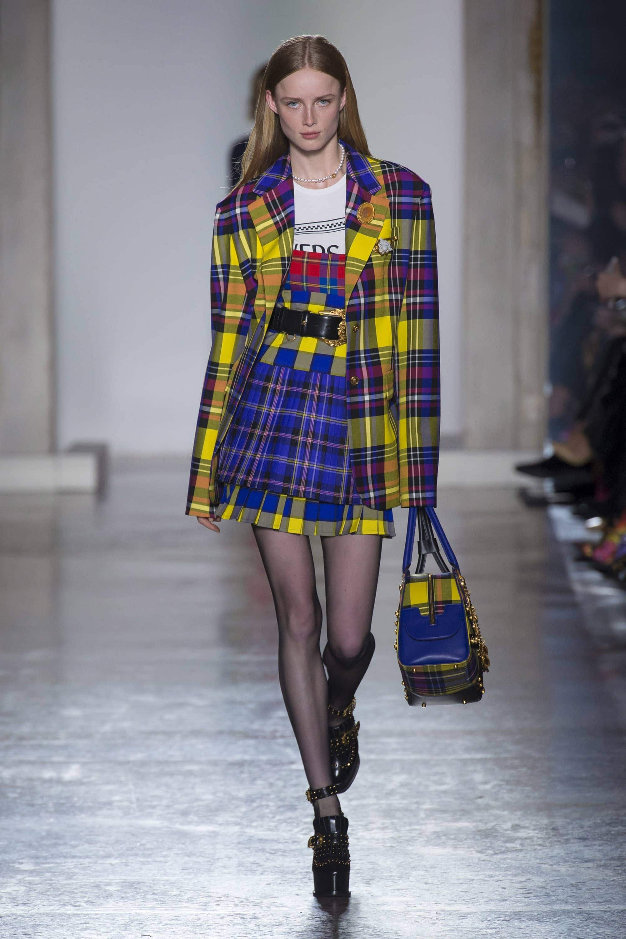 Fashion, Fashionblog, Fashion Magazine, Editorial, Style, Style Guide, Style Inspiration, Outift, OOTD, Outfit Inspiration, Inspo, Edgy, Stylish, Trends, Trend, Trendsetter, Runway, Runway Look, Catwalk, Fashion Week, Fashion Update, News, Moodboard, Trendy Tuesday, Versace